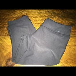 Nike cropped black work out pants